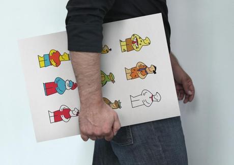 L'artiste, un board représentant ses mascottes sous le bras.