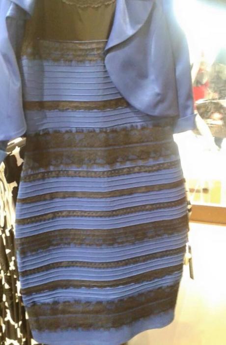 De quelle couleur est la robe? La question qui intrigue le Net