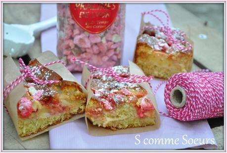 Gâteau aux pommes et aux pralines roses
