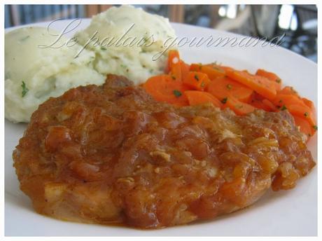 Côtelettes de porc sauce aux pommes et chili