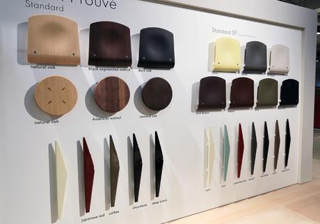 A gauche Eléments de la Chaise Standard, à droite éléments de la Chaise Standard Plastique