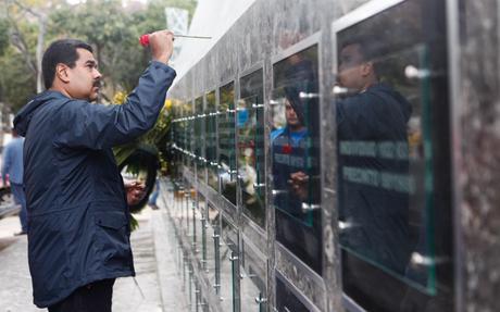 Dimanche 1 mars 2015. Le président Maduro rend hommage aux victimes du massacre du