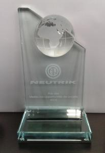 2015 03 03 12.24.49 206x300 EAVS reçoit le trophée NEUTRIK des meilleures opportunités de projets 2015