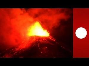 [VIDEO] L'incroyable volcan Villarica en fusion inquiète et fascine
