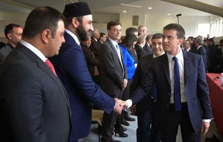 POLITIQUE > Manuel Valls souhaite former les Imams et aider aux financements des mosquées