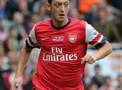Arsenal Wenger prend défense d'Özil
