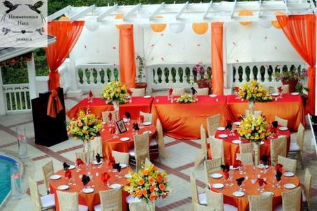 ... de restaurant, pensez a décorer vos tables de nappes en satin orange