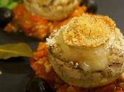 Champignons farcis gratinés chèvre sauce tomate-poivrons