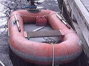 Ivre, tente ranimer… bateau pneumatique