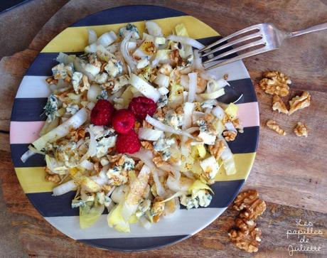 Salade d'endives au bleu d'auvergne, noix et vinaigre de framboise