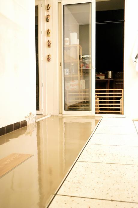 test et approuv un nouveau rev tement de sol pour ma cuisine d couvrir. Black Bedroom Furniture Sets. Home Design Ideas