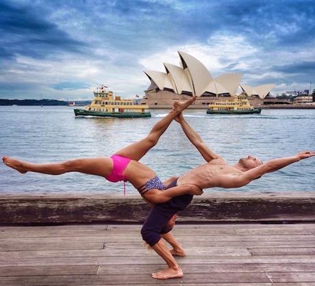 Des Postures De Yoga Dans Les Plus Beaux Endroits Du Monde Paperblog