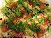Pizza maison gorgonzola, noix, serrano roquette