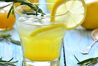 20 bonnes raisons de boire de l eau du citron et du miel paperblog. Black Bedroom Furniture Sets. Home Design Ideas