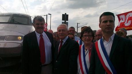 Jean-François Fountaine et les élus de Charente-Maritime en gare de Surgères. © Laurence Couvrand. France 3