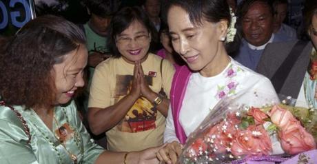 TAPIS ROUGE. Désireuse de contrer les Etats-Unis en Asie du Pacifique, la Chine fait la cour à Aung San Suu Kyi