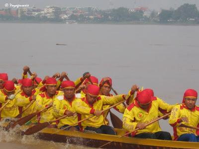 Thaïlande, course de bateaux, entraînement des rameurs [HD]