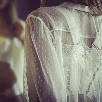 lingerie de mariage en mousseline à pois et dentelle transparente blanche , Vanessa Lekpa , shell belle couture love story