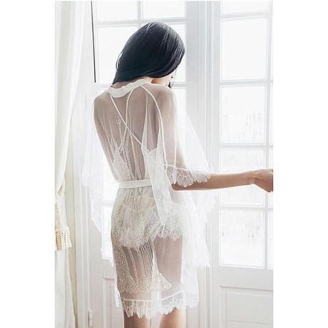 les plus belles lingeries de mariage , déshabillé transparent en dentelle blanche , Vanessa Lekpa , shell belle couture love story