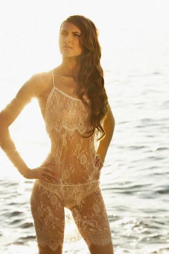 déshabillé en dentelle blanche transparente pour mariée et nuit de noce , marque shell belle couture love story , Vanessa Lekpa Blog