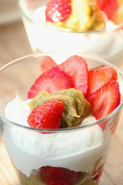 Verrine légère fraise-rhubarbe