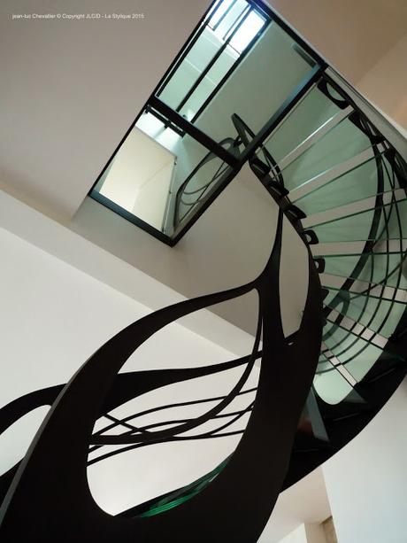 escalier design en verre oeuvre d 39 art et cascade de lumi re paperblog. Black Bedroom Furniture Sets. Home Design Ideas