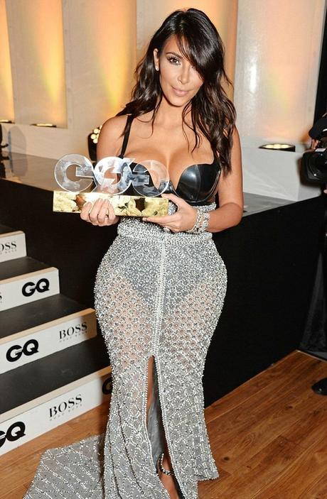 Kim Kardashian rkelt sich nackt zwischen - FOCUS Online