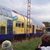 Un train fonce contre un bus scolaire