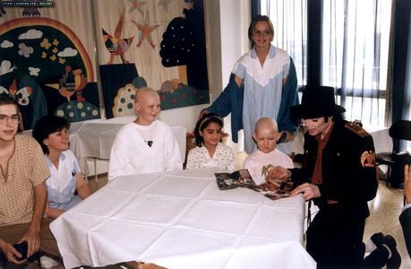 michael-visits-a-childrens-hospital-in-prague(108)-m-3