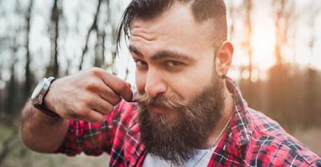 10 avantages à sortir avec un mec barbu