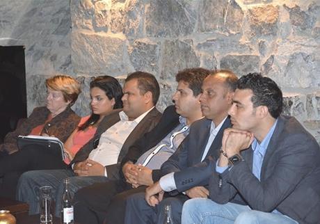 tunisiens participent circuit Suisse: démocratie tombe ciel