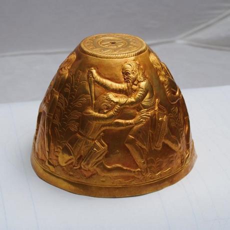 Deux bongs en or de la culture Scythe découverts en Russie