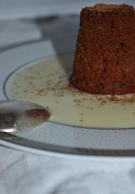 Gâteau mousseux au chocolat sans sucre