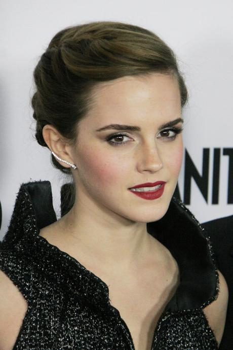 Emma Watson courte tressée updo