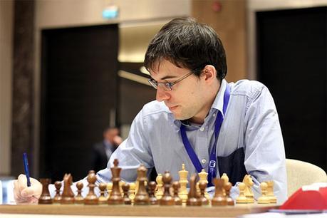 Le joueur d'échecs français Maxime Vachier-Lagrave a été facilement contraint à concéder la nulle avec les Blancs par Giri dans une défense Petroff © site officiel