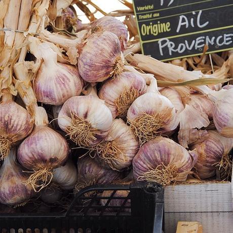 Ail de Provence, un marché dans le Luberon (c) D'une île à Paris
