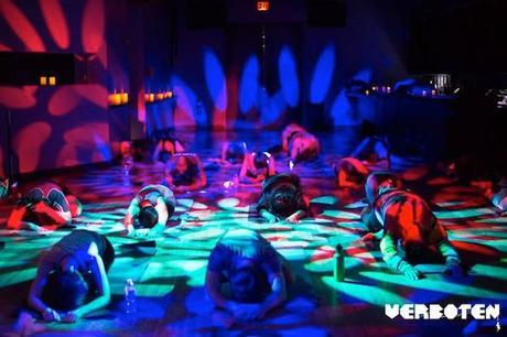 La piste de danse de Verboten se transforme en salle de yoga les lundis et mardis