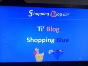 Un écran annonce les deux cocktails : le orange est le Ti'Blog, le bleu, le Shopping Blue.