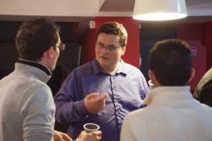 Antoine, SEO chez Blog Ecommerce, discute avec Vincent et Stephan de Presta-Module.
