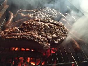3 barbecues tourneront en continu pour servir, avec méthode, tous les invités.