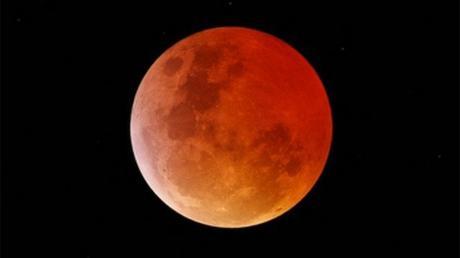 Le Trou Dans La Lune