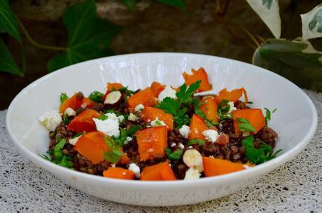 Salade de lentilles, potimarron rôti, noisettes grillées et féta
