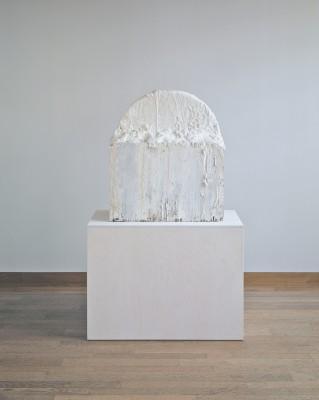 Twombly Untitled 1985 Gaeta  82.1 x 74 x 34.2 cm; Holz, Gips, Nägel, Leim, weisse und graue Farbe, Eisenring