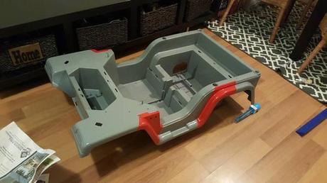 il transforme un voiture lectrique barbie en jeep jurassic park voir. Black Bedroom Furniture Sets. Home Design Ideas