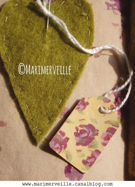 Détail étiquette marimerveille carnet couture duo vert prune