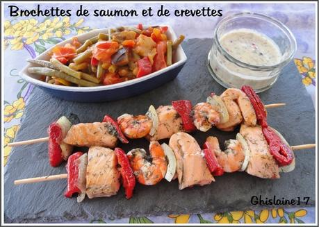 Brochettes de saumon et de crevettes d couvrir - Brochettes de poissons marines et grilles ...