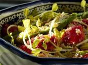 Salade d'avocats, fraises & miettes crabe