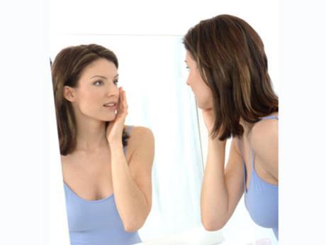 Les masques pour la peau sèche de la personne et les taches de pigment