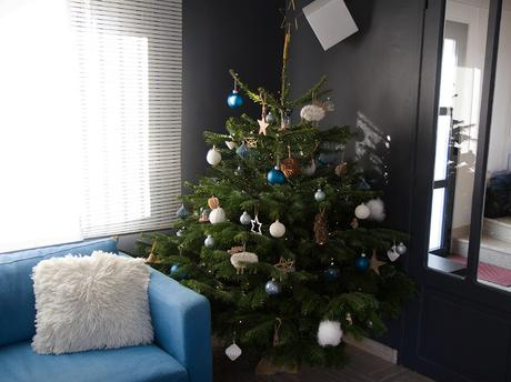mon sapin de no l bleu blanc bois voir. Black Bedroom Furniture Sets. Home Design Ideas