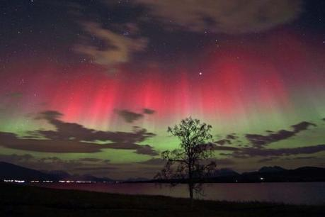 800px-red_and_green_auroras